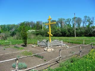 Алексеево-Дружковка. Крест на месте разрушенного храма