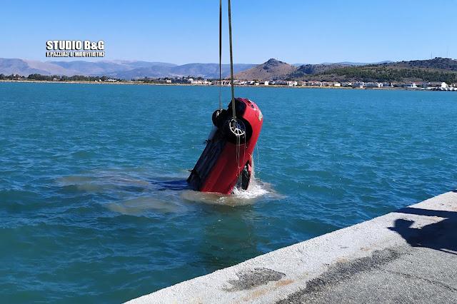 Τι αναφέρει το Λιμεναρχείο Ναυπλίου για την πτώση του αυτοκινήτου στο λιμάνι