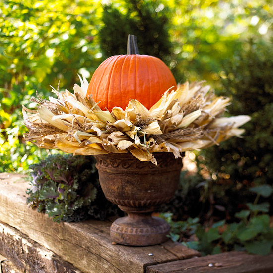 Outside Fall Decorations: Northern Nesting: Outdoor Fall Decorating Ideas...courtesy