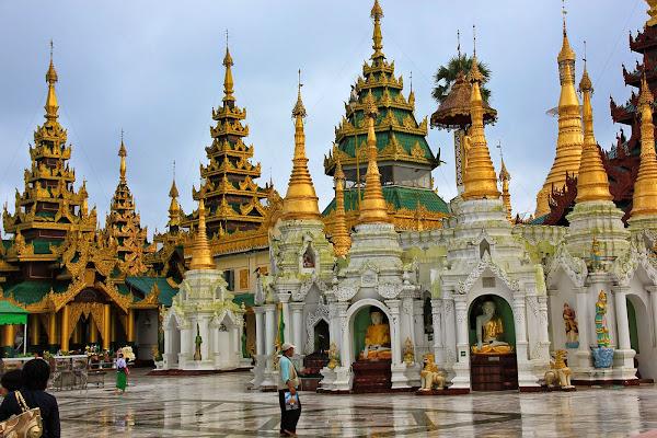 Santuarios de la Pagoda Shwedagon - Rangun - Myanmar