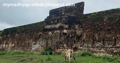 Unique Adegoan Fort and Kaal bhairav Temple in  Seoni city