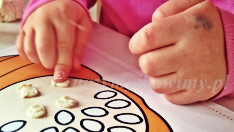 ćwiczenia manualne - małe dziecko