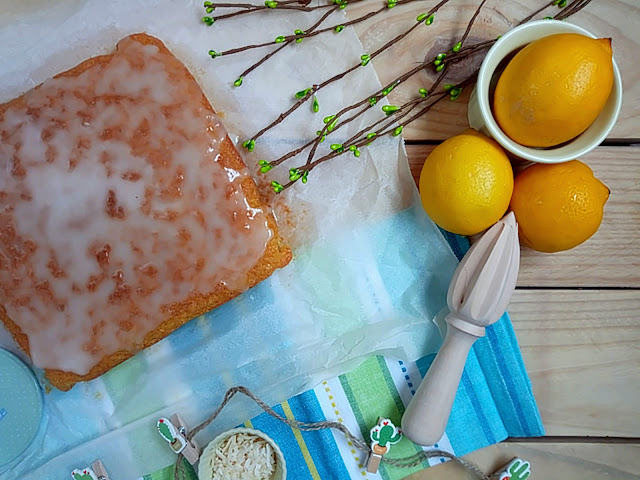 Brownie de limón y coco. Receta de blondie. Lemon blondie recipe. Postres de verano, sencillo, fácil, rápido, rico. Desayuno, merienda. Coconut Cuca