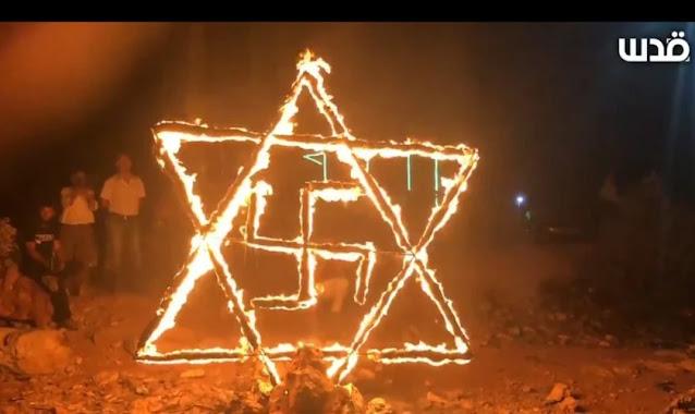 Palestinos queimam Estrela de Davi com suástica durante manifestação contra Israel