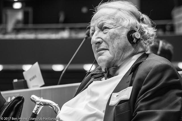 Paul Goldschmidt - Commission européenne - Stand Up For Europe - Parlement européen - Portrait by Ben Heine