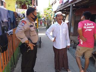 Bhabinkamtibmas Pulau Barang Caddi Sambangi Warga Berikan Imbauan Prokes