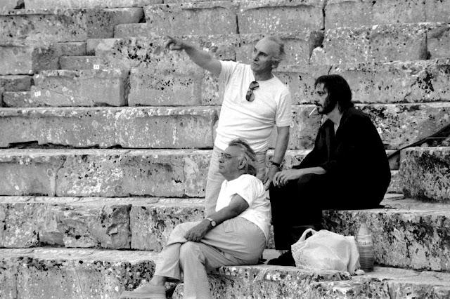 """Το Θέατρο Τέχνης μέσα από το λεύκωμα του Κωστή Καπελώνη """"Επίδαυρος 1985-1998"""""""