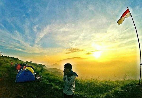 Camping di Puncak Rindu Gunung Bendera Bandung