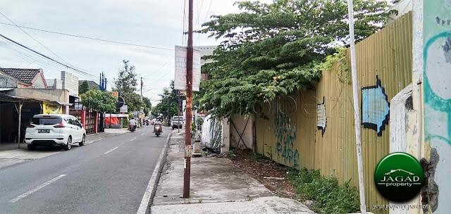 Tanah tepi jalan dekat Kampus UPN