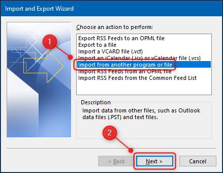 """الخيار """"استيراد من برنامج أو ملف آخر"""" في Outlook."""