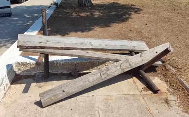 Άμεση αντίδραση του Δήμου Ερμιονίδας για παγκάκι που κατέστρεψαν βάνδαλοι στο Πόρτο Χέλι