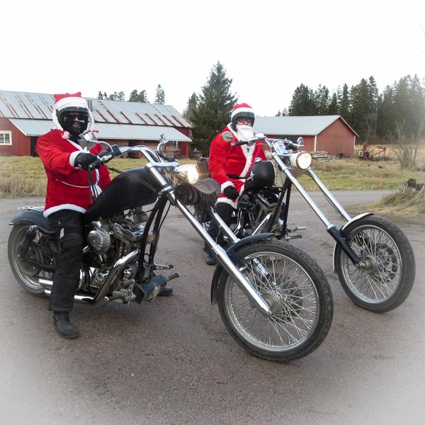 moottoripyöräilevä joulupukki moottoripyöräily jouluna chopper harley davidson softail sporster 1200 kuutiota motoristinaiset motoristinainen prätkämimmi biker