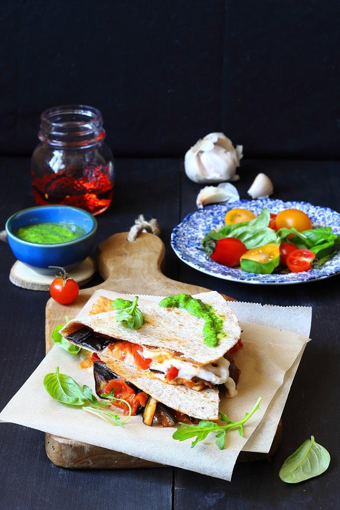 Piadina integrale con melanzane  e mozzarella