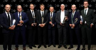 Simon receive President's award
