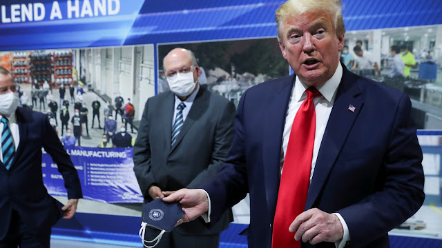 ווייסע הויז: טראמפ וויל מאסקעס