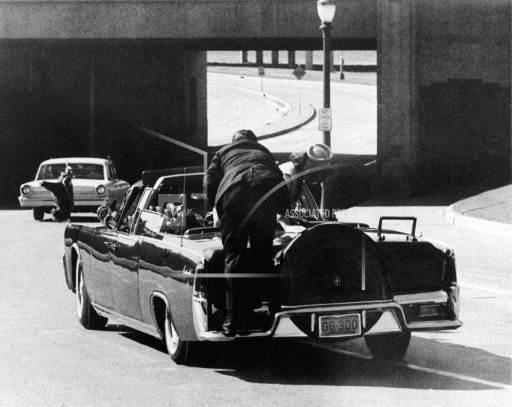 SS agent jumps on rear of Cadillac