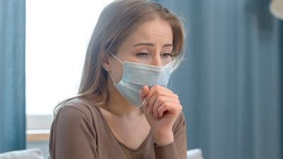 ¿Tienes tos, gripe o resfrío?: usa mascarilla en casa hasta pasar prueba de Covid-19