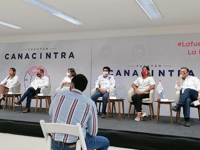 Jannett Hipó Marqueda, candidata de RSP a diputada por el VI Distrito local, en foro con empresarios