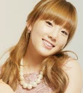 Gaya rambut berwarna pirang cewe korea