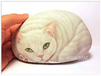 sassi dipinti gatti ritratti