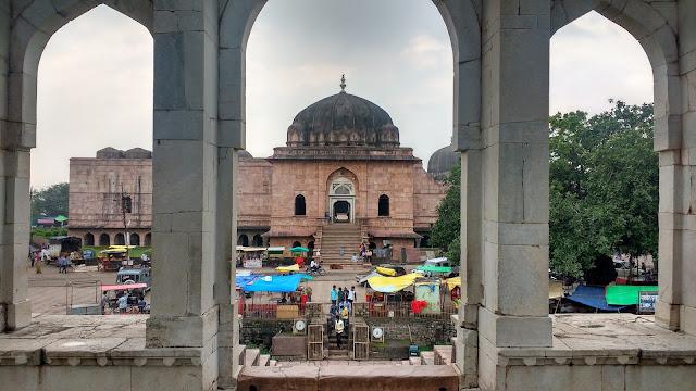 https://oneoftheroad.blogspot.com/2017/09/mandu-arches-of-malwa-sultanate.html