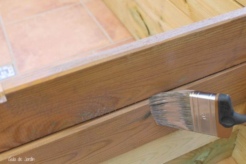 Protegiendo la madera con lasur