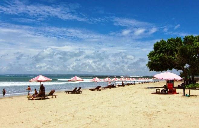 Foto Pantai Kuta di Pulau Bali Indonesia, pantai, gunung, wisata keluarga, candi, pemandangan, Tempat Wisata Terindah di Indonesia