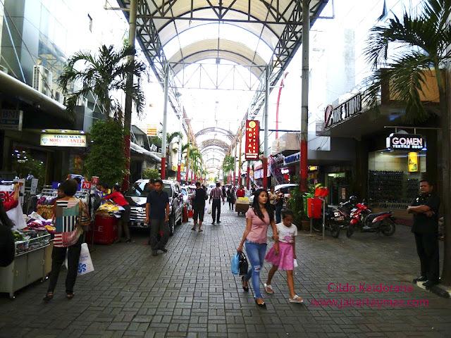 Una calle de Pasar Baru