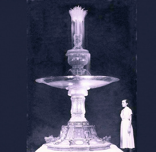 Кришталевий фонтан – шедевр скляного зодчества майстрів з Костянтинівки. Після виставки сліди зниклого фонтану ведуть в Санкт-Петербург