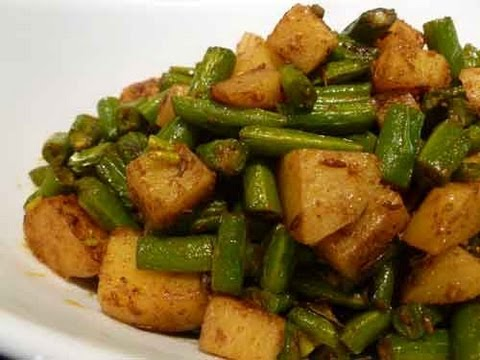 French Beans and Potato Dry Vegetable