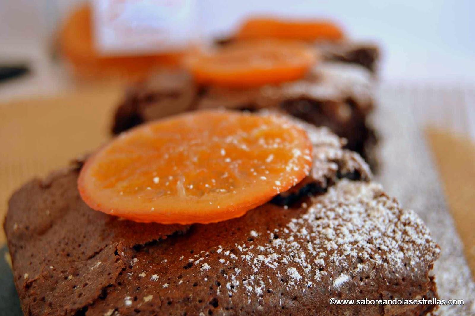 Brownie con nueces y mandarinas confitadas