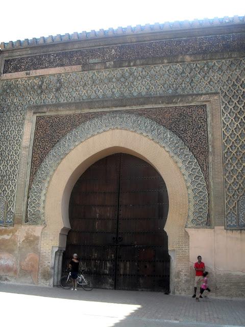 Impresionante puerta de la medina de Mequinez