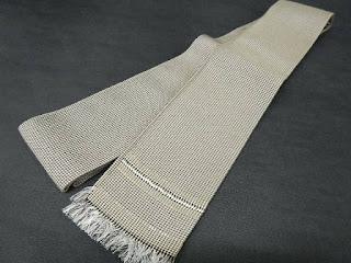 兵児帯よりも角帯格式があり、一般的な博多織の他、紬、絽、緞子、夏用の麻などもあります。