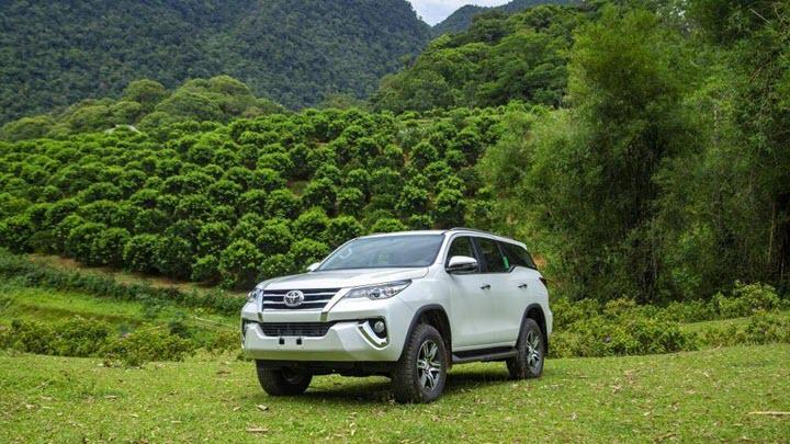 Toyota Fortuner đang có giá tốt, hưởng hỗ trợ kép về phí trước bạ