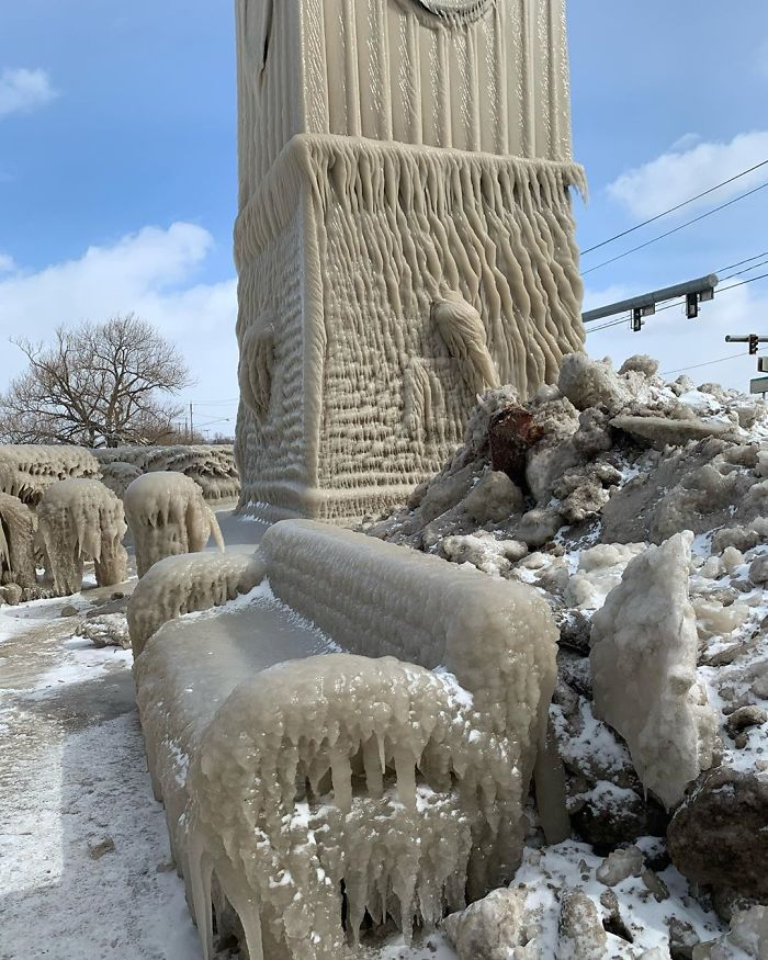 Photos of Lake Erie homes covered in ice