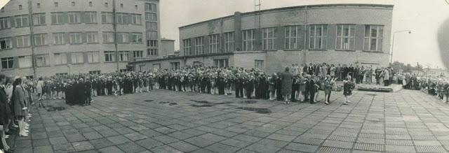1967 год. Рига. Югла. Улица Квелес, 64. Возле школы (ныне Rīgas Juglas vidusskola)