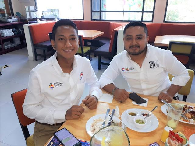 Alejandro Caballero e Irvin Yam.