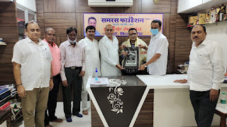 #JaunpurLive : समरस फाउंडेशन ने किया गीतकार बबलू बयां का अभिनंदन