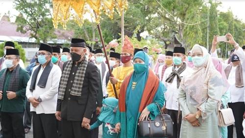 Dengan Bismillah, Pemko Padang Lepas Gubernur Mahyeldi dari Rumah Dinas Wali Kota Menuju Istana Gubernur Sumbar