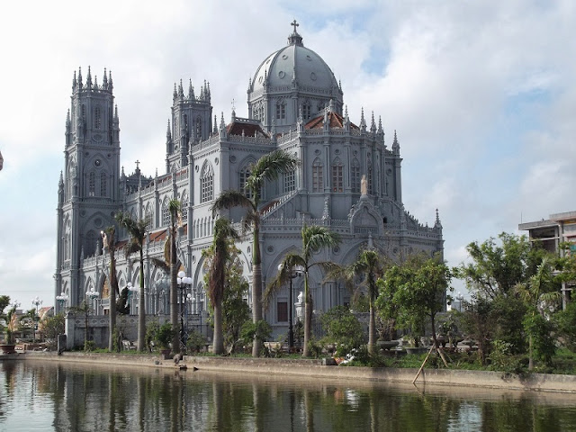 Top 8 churches in Nam Dinh attract tourists 3