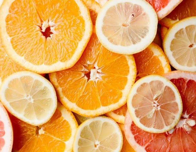 Το φρούτο που θα επιβραδύνει το άσπρισμα των μαλλιών