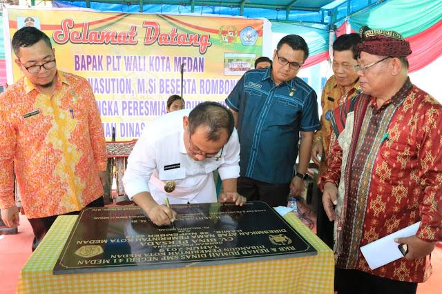 Akhyar Resmikan Gedung RKB & Rumah Dinas Guru SMP Negeri 41