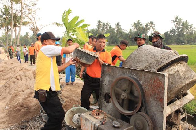 TNI Polri Kompak Tuntaskan Program TMMD Bersama Warga Jimbung