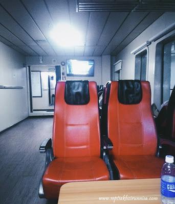 Fasilitas ruangan yang bersih dan nyaman di kapal ferry