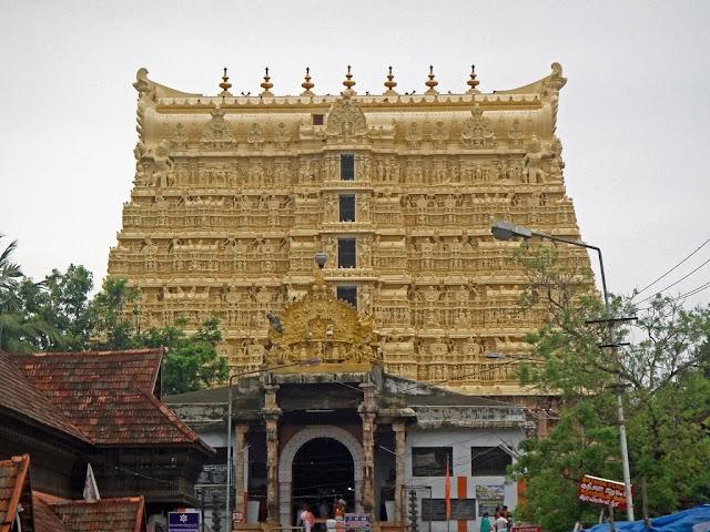 तिरुवनंतपुरम का पद्मनाभ स्वामी मंदिर , इस मंदिर का खजाना अभी तक एक रहस्य बना हुआ है