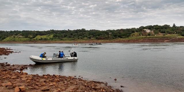 Marinha e Corpo de Bombeiros do Brasil buscam por paraguaios no Rio Paraná