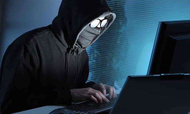 तुम्हाला अडचणीत आणू शकतो तुमचा सोशल मीडिया स्टेटस कारण चोर हायटेक झालाय