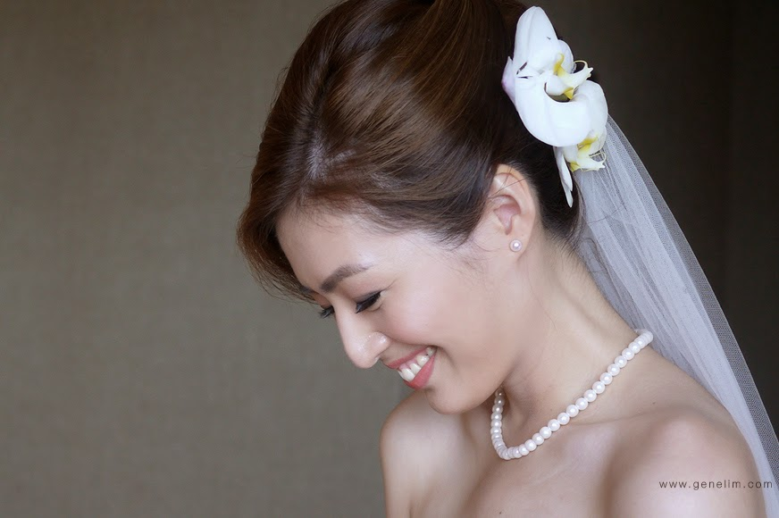 side view pearl necklace