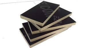 Được nhiều lớp gỗ ghép lại với nhau bằng keo đặc chủng
