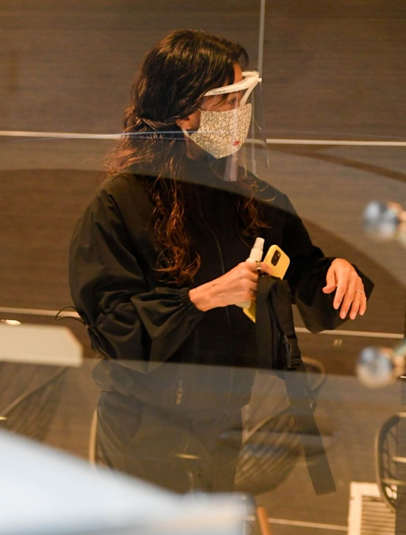 Eva Longoria Wearing a Face Mask Out in Los Angeles 10 Dec-2020